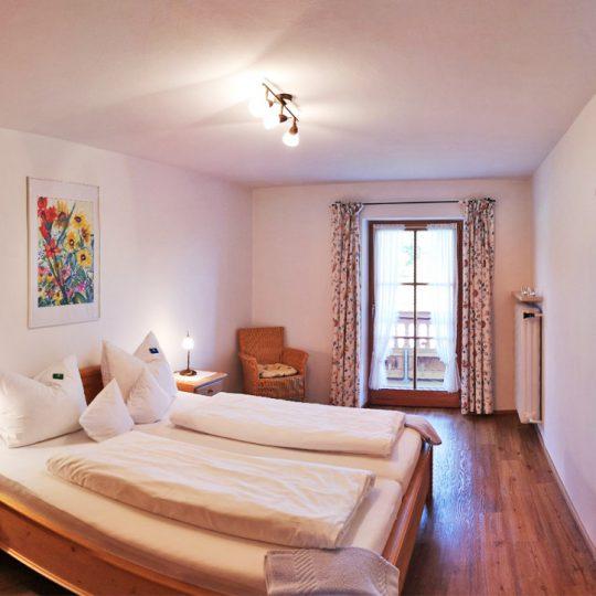 Schlafzimmer Seeblick 540x540 - Ferienwohnung Seeblick