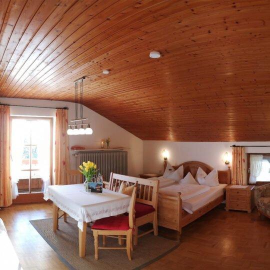 Bergblick Schlafraum 540x540 - Ferienwohnung Bergblick